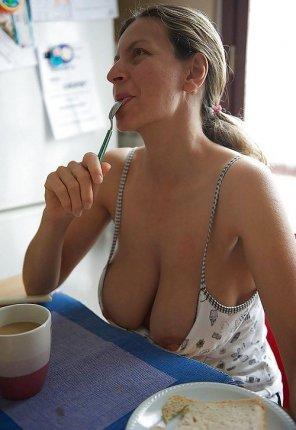 amateur photo Titties for breakfast