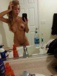 amateur photo Belle blonde sortant de la douche