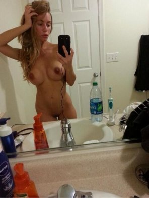 amateur photo Belle blonde sortant de la douche
