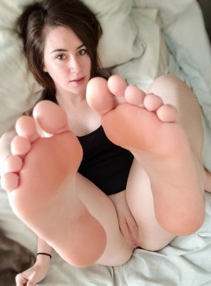 amateur photo feet up
