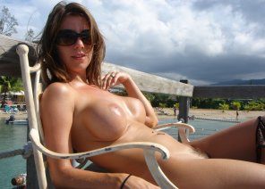 amateur photo Tanning nude