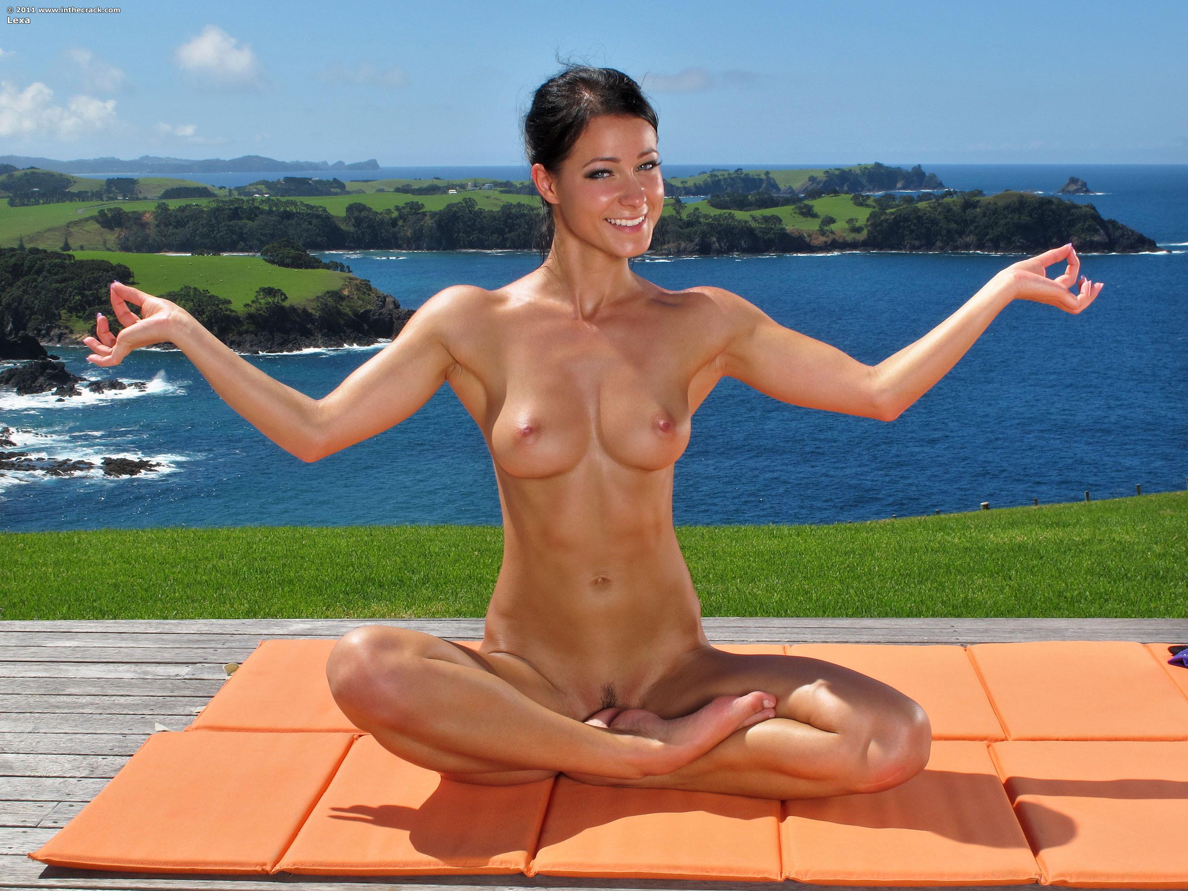 meditating-women-naked