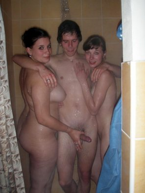 amateur photo Threesome in the shower.