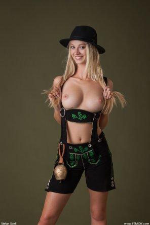amateur photo Bavarian Girl