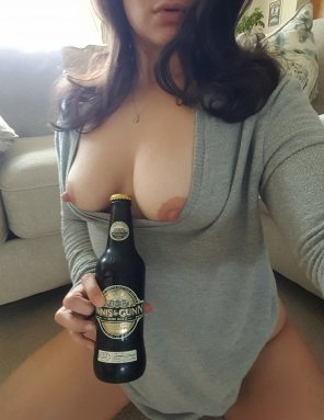 amateur photo Bob's Burgers, cozy sweater, no pants, and Innis & Gunn... per[f]ect Thursday night😊💖