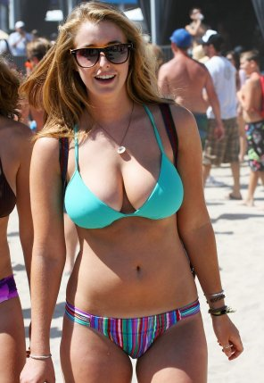 amateur photo Bikini Ginger at the beach