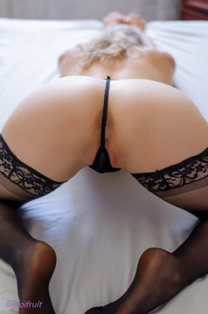 amateur photo G-string and lace stockings