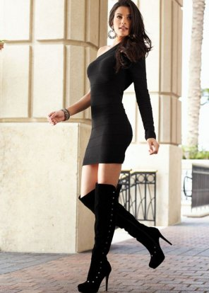 amateur photo Black dress and boots