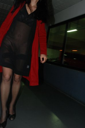 amateur photo [f] Going out to the restaurant pantyless