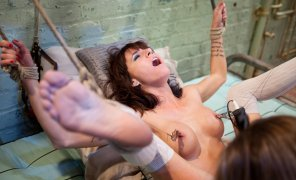 amateur photo Gia Dimarco bondage orgasm
