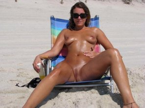 amateur photo Not her 1st day at the nude beach!