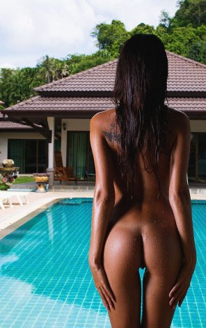 amateur photo African stunner by the pool