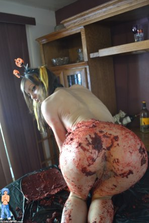 amateur photo Halloween Caking Mess! Mary Jane