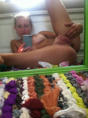 amateur photo Spread Pussy Mirror Selfie