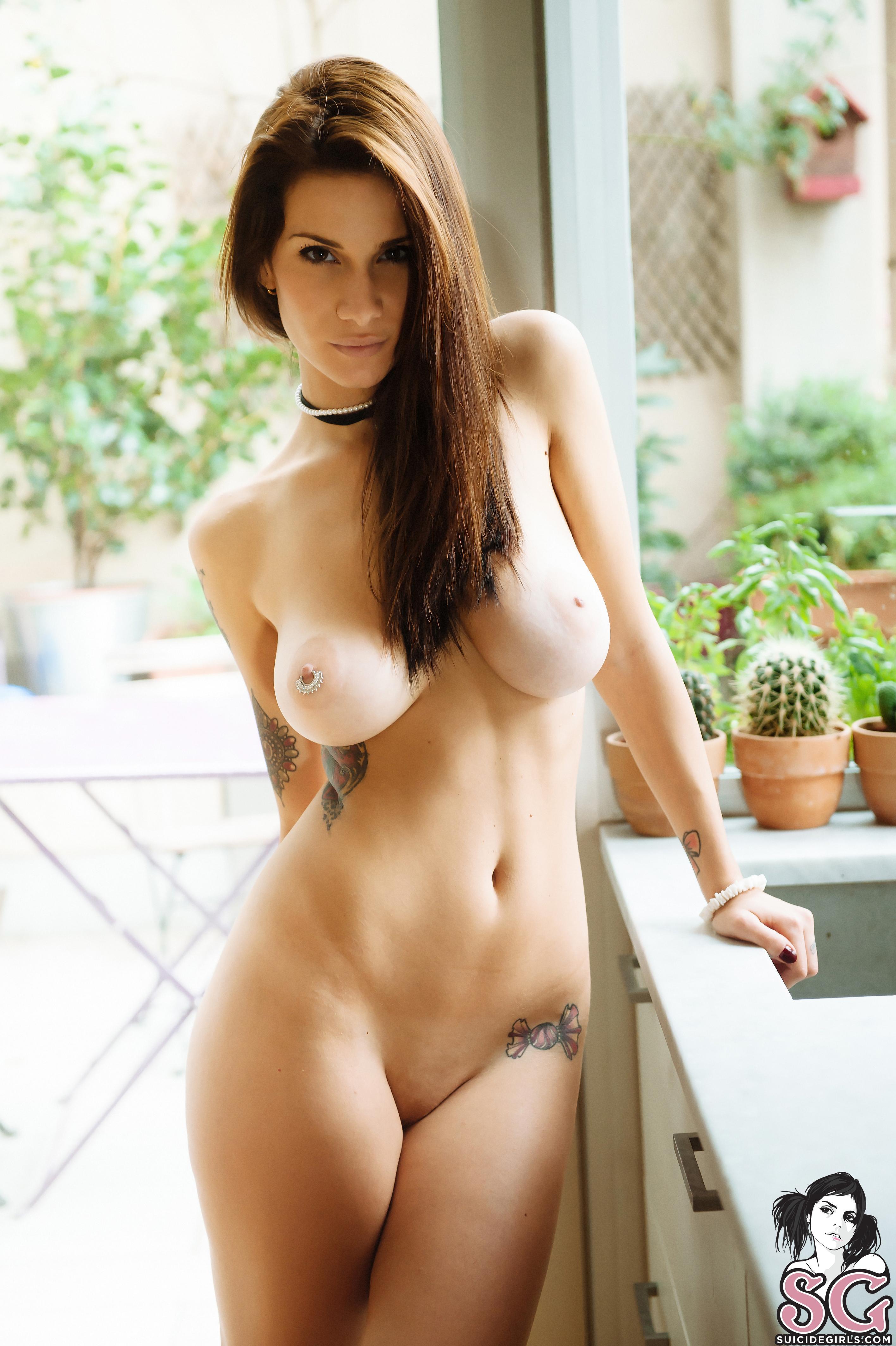 Sensual milf julia ann gets a load of warm jizz on her tits 3