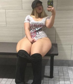 amateur photo Thighs