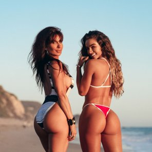 amateur photo Sommer Ray and her 53 years old mom