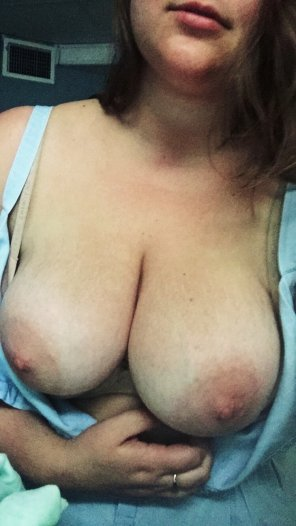amateur photo now who wants to make my nipples hard?