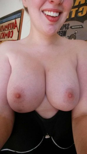 amateur photo I want you to cum on my big titties!