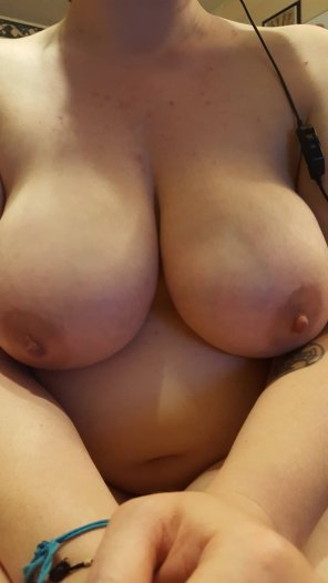 amateur photo How are my tits looking on this wonderful Tuesday?