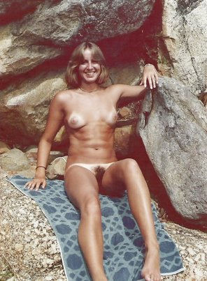 amateur photo 70s California girl getting a tan