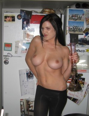 amateur photo Great boobs and a bong