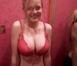 amateur photo Cute in red bra