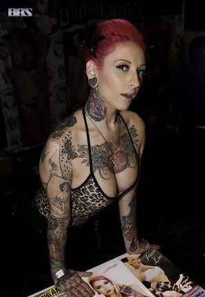 amateur photo Jessie Lee has your attention. Her art enchants you