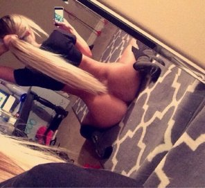 amateur photo Blonde with a nice ass