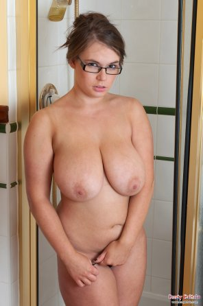 amateur photo Natural curves in the shower