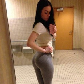amateur photo Grey Yoga Pants