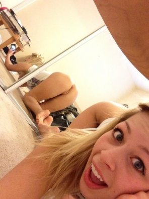 amateur photo PictureSilly cute blonde girl rear selfie