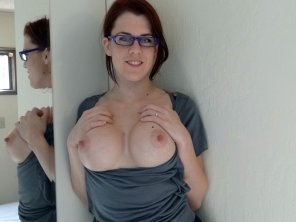 amateur photo Big boobs, small glasses