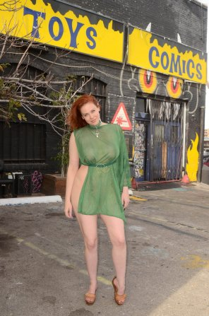 amateur photo Redhead likes stuff...