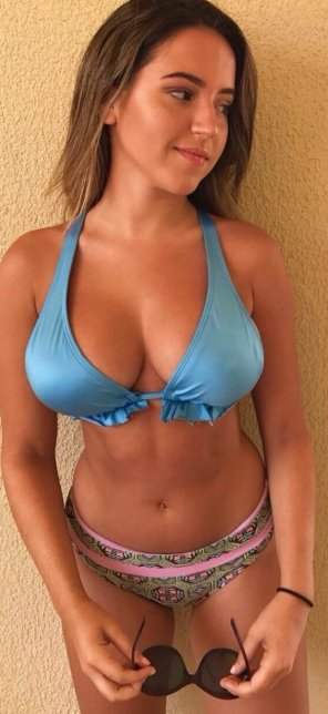 amateur photo Blue top