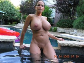 amateur photo Hot Housewife in her pool