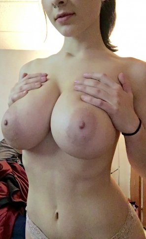 amateur photo Tiny septum, massive tits