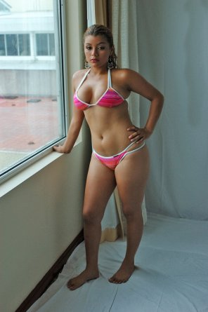 amateur photo Thick brazilian babe trying on her bikini