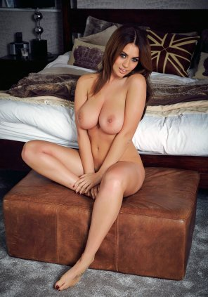 amateur photo Holly Peers x Bedroom Eyes