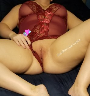 amateur photo I saw mommy seducing santa claus with this tight pussy [f]