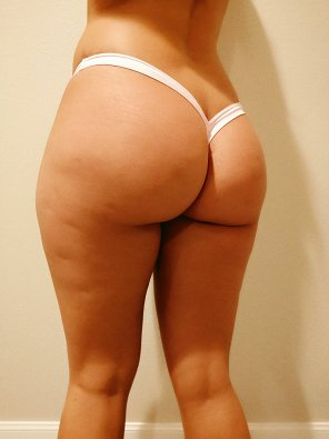 amateur photo Thong of the day!!! Today i havr on my light pink V-Back thong, enjoy
