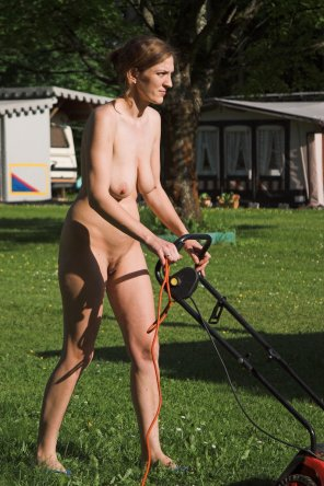 amateur photo Naked yard work