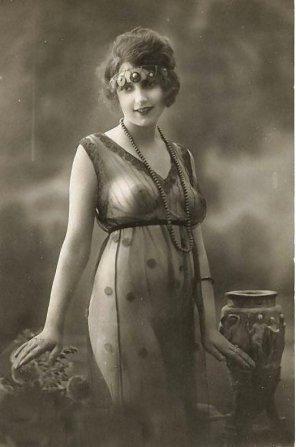 amateur photo WhyEvenWearAnything : antique edition