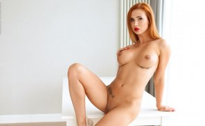 amateur photo Hot curvy redhead! [IMG]