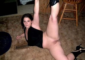 amateur photo Hot girl leg up