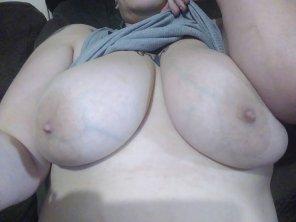 amateur photo Friday morning boobies 😁