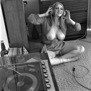 amateur photo Listening to records...