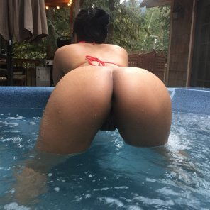 amateur photo Who's going to get wet with me?