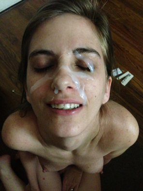 amateur photo HUGE LOAD ON FACE.jpg