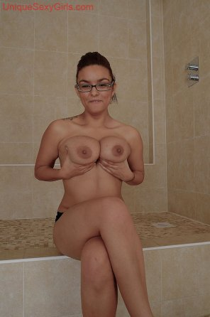 amateur photo Busty woman with glasses